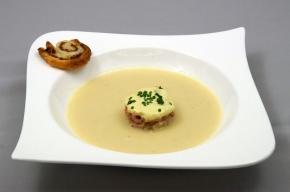 soep - Soepje met zuurkool, knolselderij, kerrie, garnalen  en een ansjoviskoekje