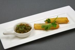 amuse - Kaassigaartjes met groene paprika-peterseliechutney