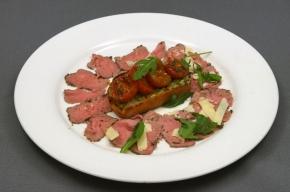 tussengerecht - Carpaccio van gerookte lamsfilet, knoflooktapenade en gedroogde tomaten