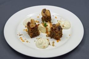 nagerecht - Notencake met witte chocolademousse, gekarameliseerde peer en boerenjongens